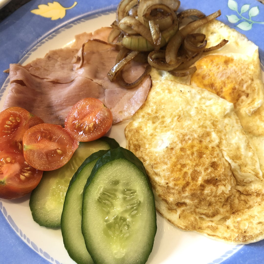 Simple (and trying to inject healthy) breakfast of egg and bacon!