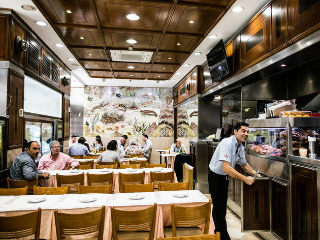 Our team picks Cervejaria Ramiro, a traditional restaurant to eat good seafood in Lisbon.