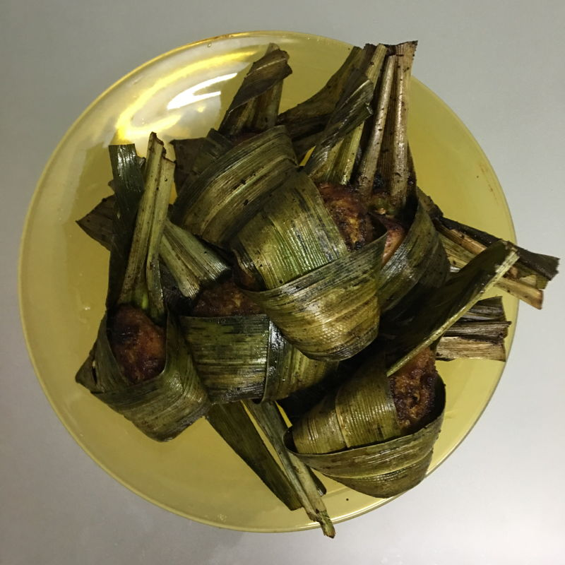 Finally, I fried it after days of wrapped. During frying, the pandan smells really good. All in tummy. Taste great. Yuuummssss.