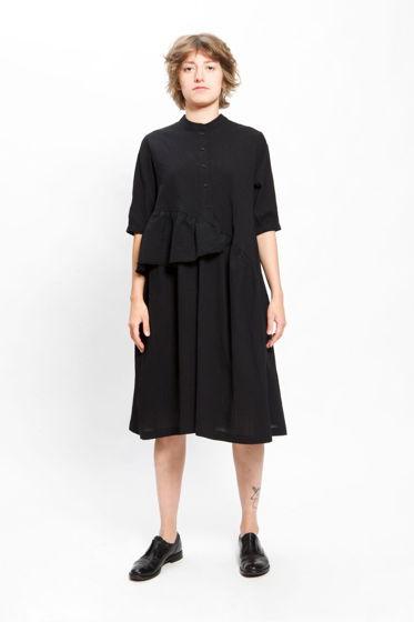 Черное платье из жатого хлопка