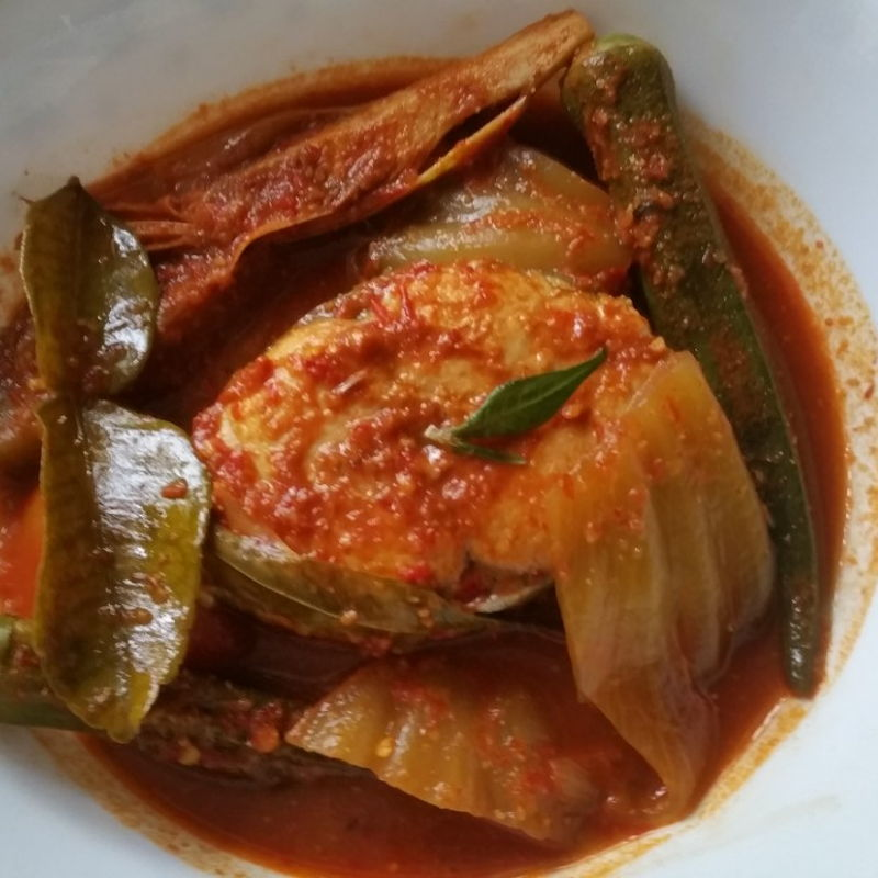 1.  Used Batang Fish instead of Sting Ray 2   Used 1 big red onion, about 91 gm istead of  shallots 3.  Added 1 leaf of salted vegetable, also known as kiam chye 4.  In addition to bunga kantan and limau purut, added daun kesom or commonly known as laksa leaves 5.   Good recipe as family loved it