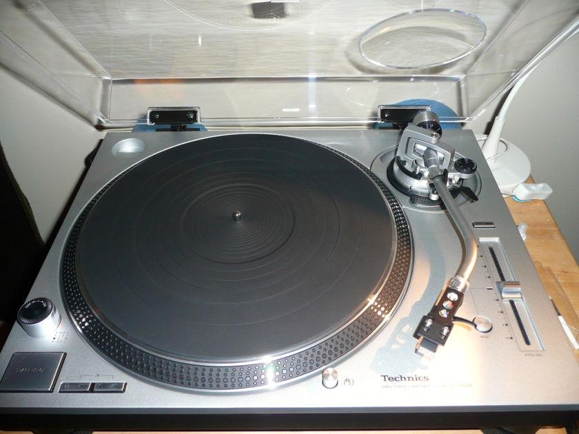Technics SL-1200GR Audio Technica AT440MLb - Like New!