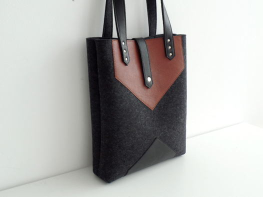 Черная меланжевая сумка tote из фетра и натуральной кожи
