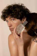 Das neue Gleitgel von VEDRA wird von den Berliner Models XXX und XXX beim Fotoshooting in Szene gesetzt.