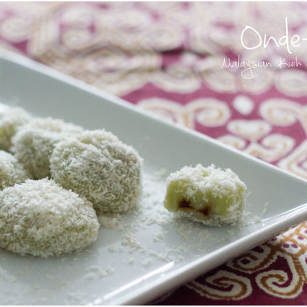 I finally made my own Onde-Onde, one of my most favorite Malaysian kuih. Thanks Nyonyacooking for the recipe! :D
