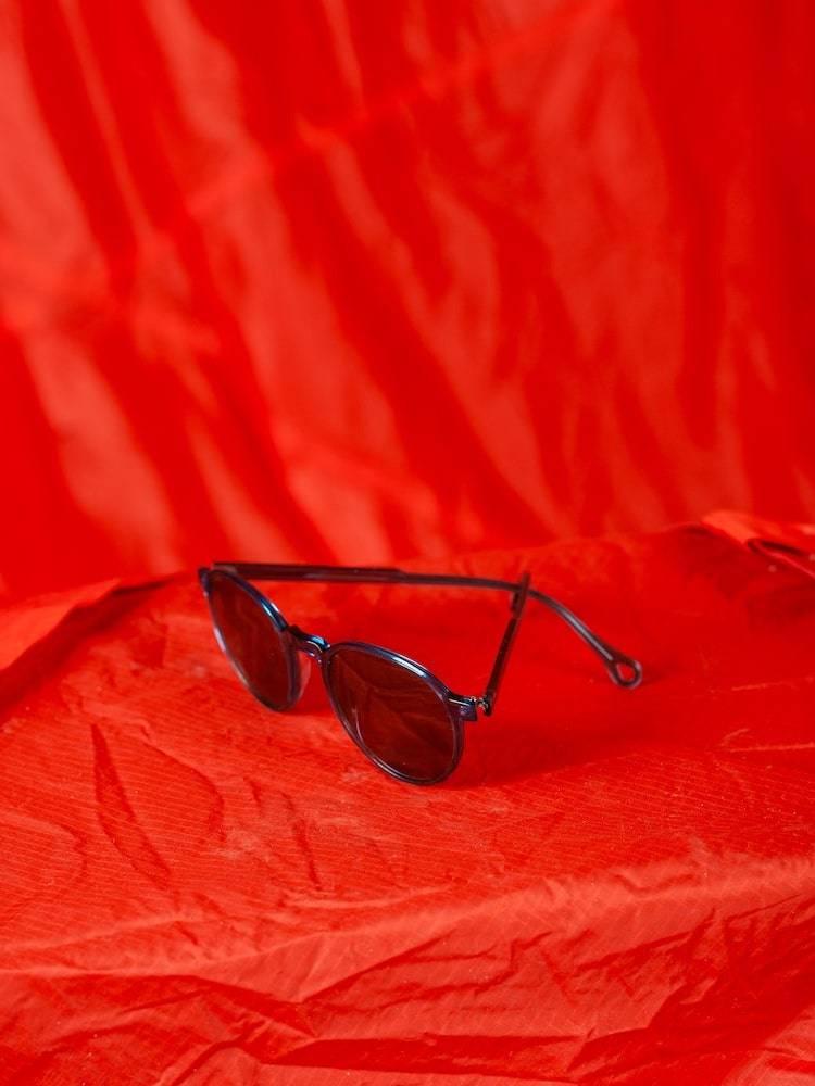 Kaibosh X Bergans solbriller Type B5X på rød fallskjerm