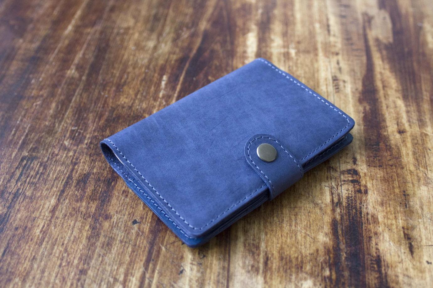 """Синяя  обложка для паспорта, из натуральной кожи, с отделениями для карт, на застежке """"Шоколад"""""""