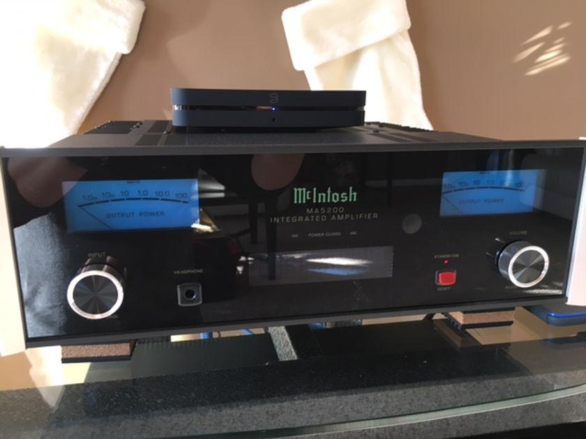 McIntosh MA-5200 Integrated Amp