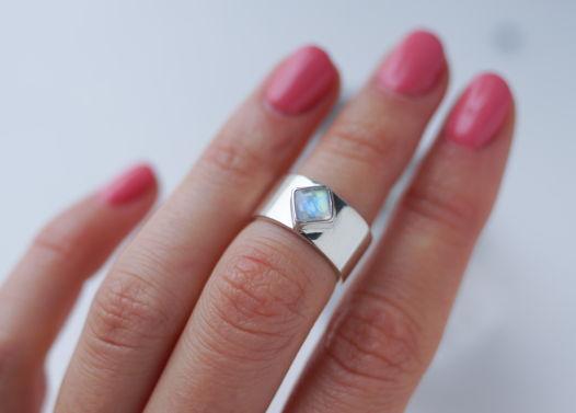 Серебряное кольцо-каф на вторую фалангу с лунным камнем