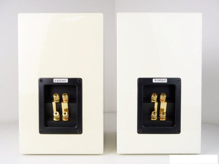 Usher Audio S-520  Gloss White