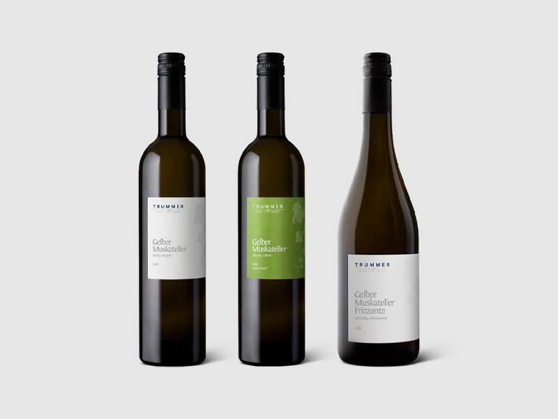 Weinflaschen und Frizzante vom Weingut Trummer