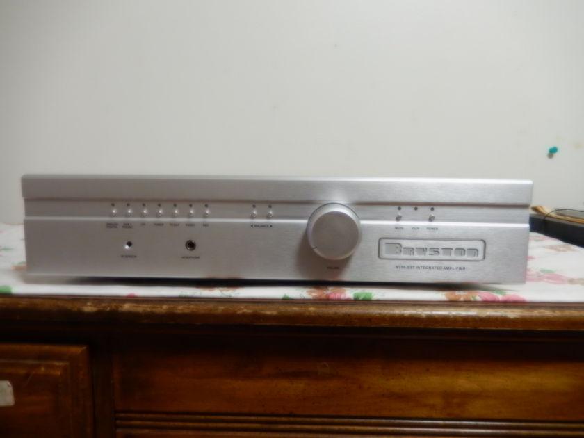 Bryston B-100 Integrated amplifier
