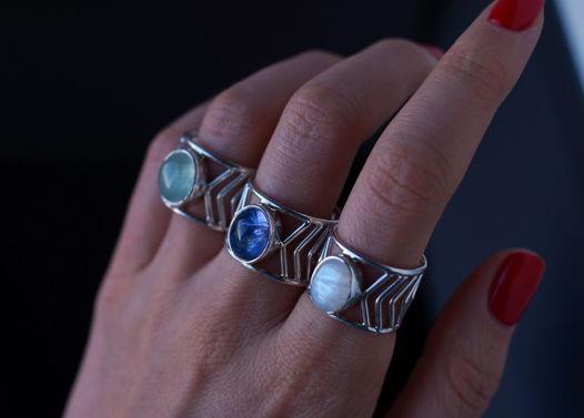 Серебрянное кольцо Стрела с лунным камнем/зеленым перидотом
