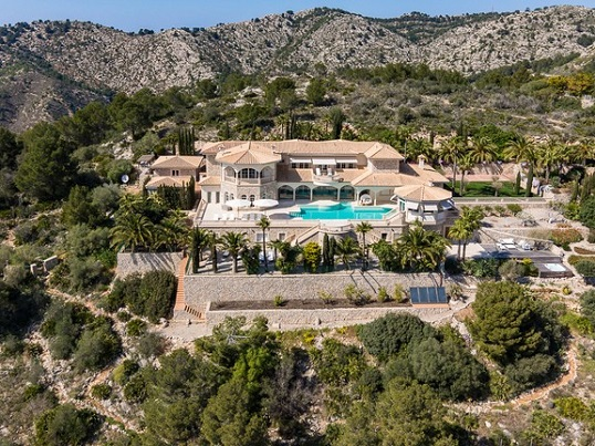 Puerto Andratx - Premium villa complex with pool in green surroundings of Mallorca in front of a mountainous hill