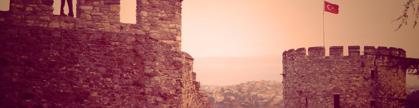 Настоящий турецкий завтрак у стен старинной крепости