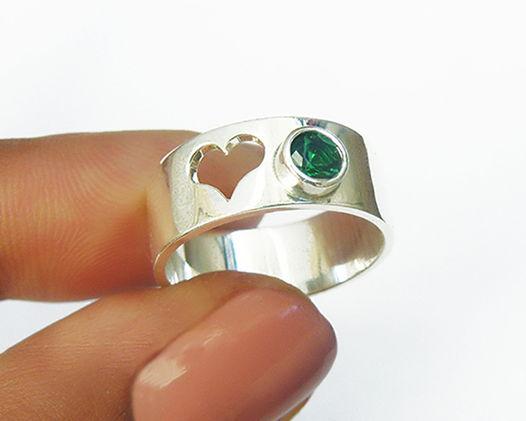 Серебряное кольцо «Сердце» с хромдиопсидом