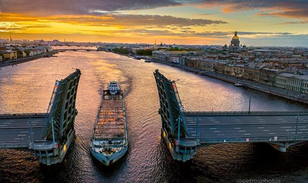 Увидеть с крыши, как разводят знаменитые мосты Петербурга!