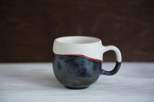 Изящная керамическая чашечка ручной работы