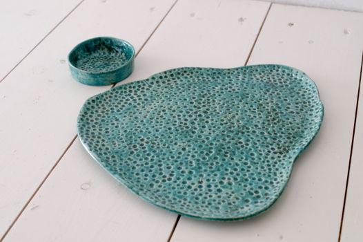 Сервировочная тарелка с миской для соуса сине-зеленого цвета с крапинками