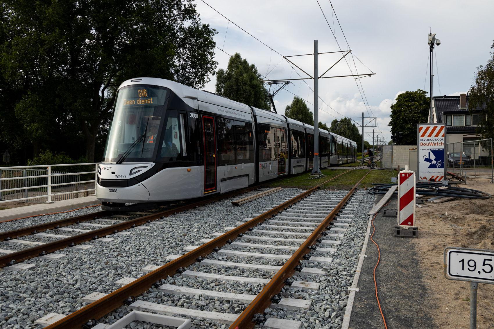 Ook nieuw is natuurlijk het stukje spoor van Westwijk naar het opstelterrein inclusief de spoorovergang op de J.C. van Hattumweg.