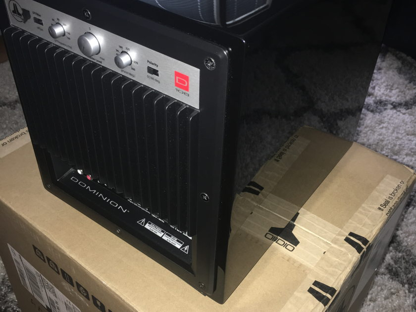 JL Audio D108 Gloss black  Like new, still under warranty