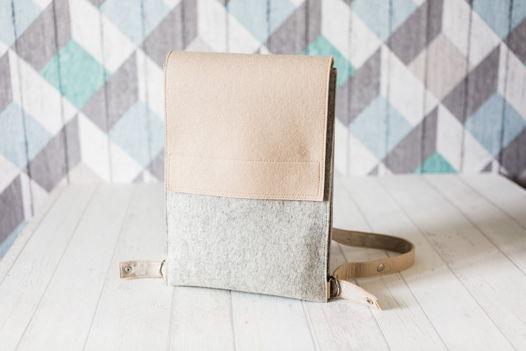 Бежево-серый рюкзак-трансформер из фетра и моющегося текстильного крафта