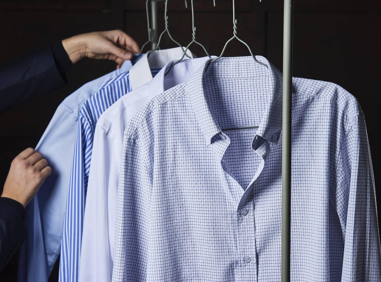 Skræddersyet skjorte i stripet, ternet skjorte, blå skjorte, hvid skjorte