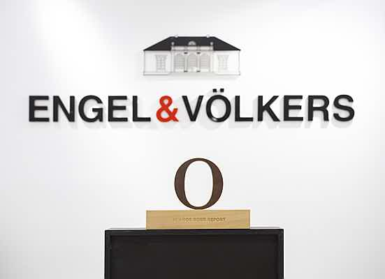 Santa Maria - Quality, professionalism, innovative thinking: This is why Engel & Völkers has been named top brand in Spain once again by the luxury magazine Robb Report.