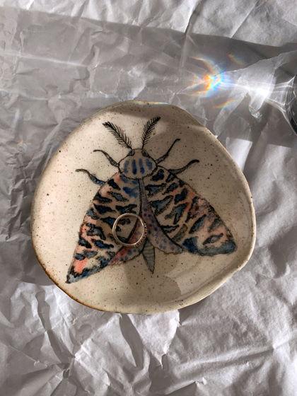 Тарелка для украшений с мотыльком