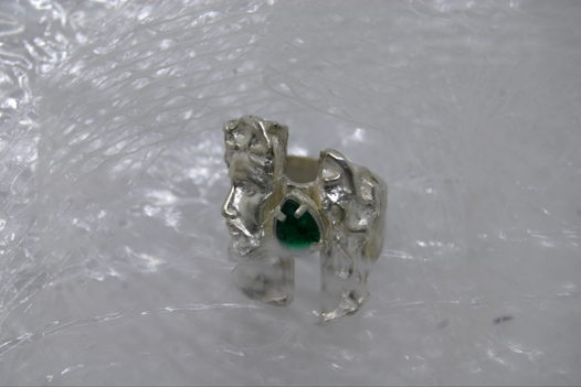Скульптурное кольцо с камнем