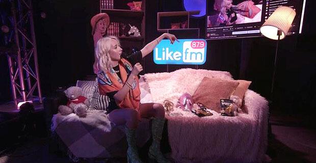 Заработать миллион просмотров и войти в тренды YouTube: как Клава Кока вместе с Like FM устроила квартирник для всей страны - Новости радио OnAir.ru