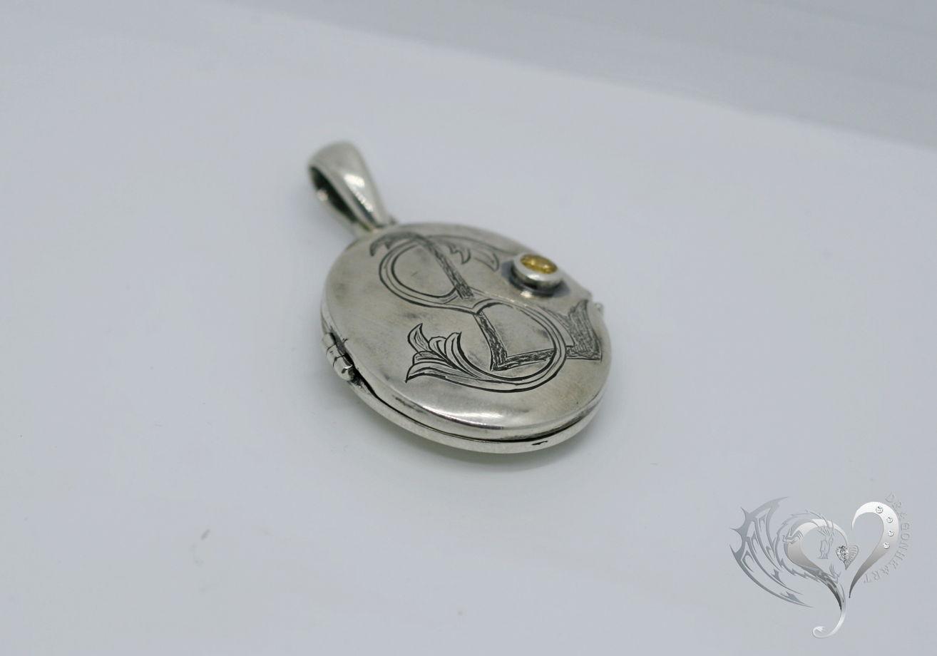 Локет с ручной гравировкой - монограммой