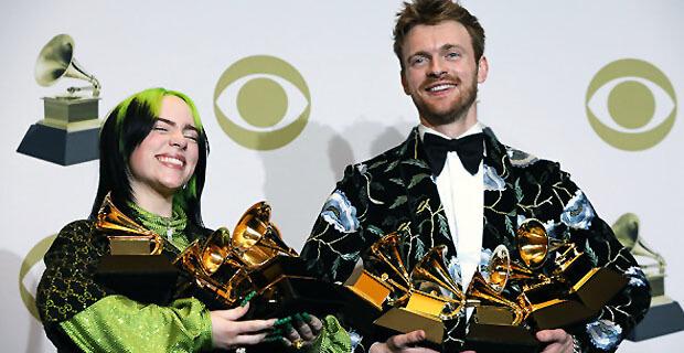 Билли Айлиш стала триумфатором премии «Грэмми». Награду впервые получил 72-летний Игги Поп - Новости радио OnAir.ru