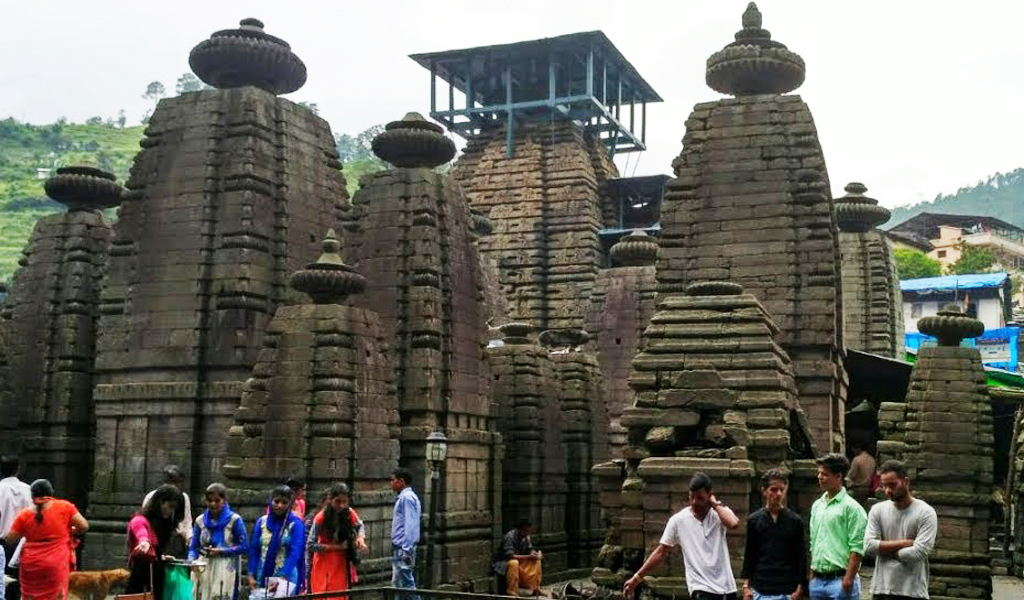 Tourism in Jageshwar Temple.jpg