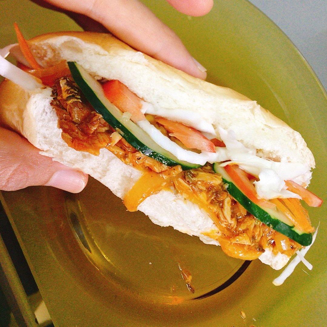 Sardine sandwich 🥪  Sedap....