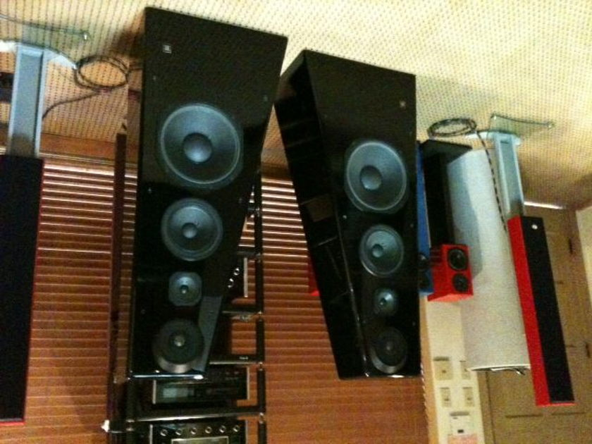 JBL  250 TI Limited Edition 1 owner, newly re coned woofers
