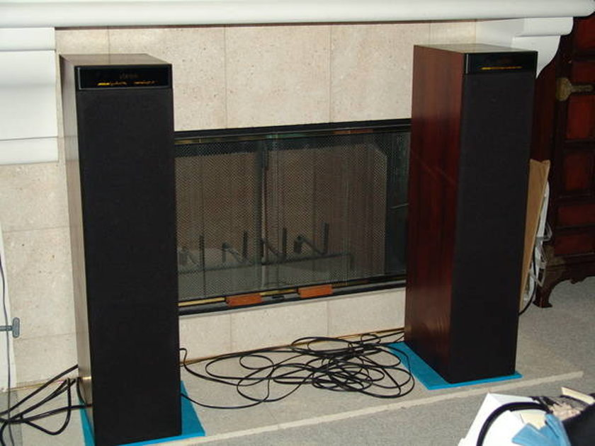 MERIDIAN Powered SPEAKERS DSP 5000 SELF CONTAINED AMPS,DAC,PREAMPS