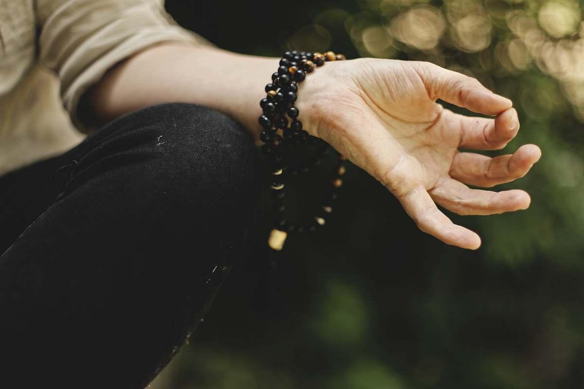 healing stones and meditation