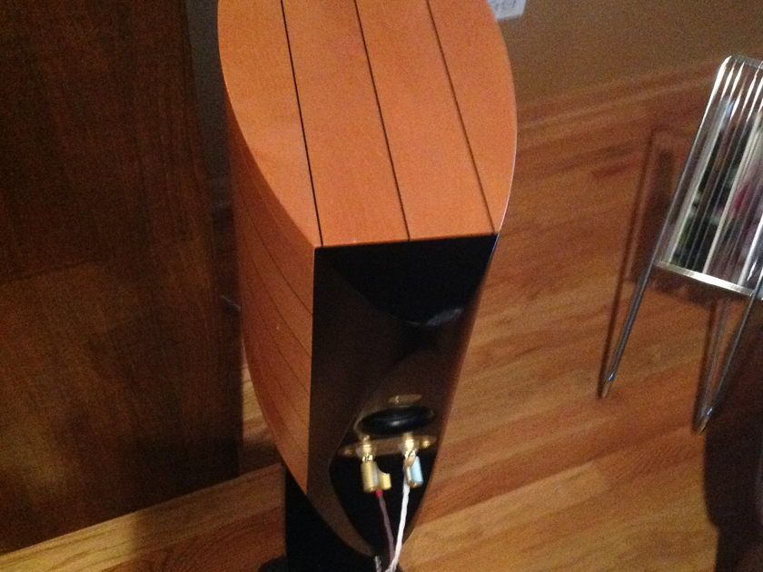 Sonus Faber Cremona Auditor $1900! - Lowest price  ever on Audiogon for speakers AND stands! - Beautiful speakers, see pics!