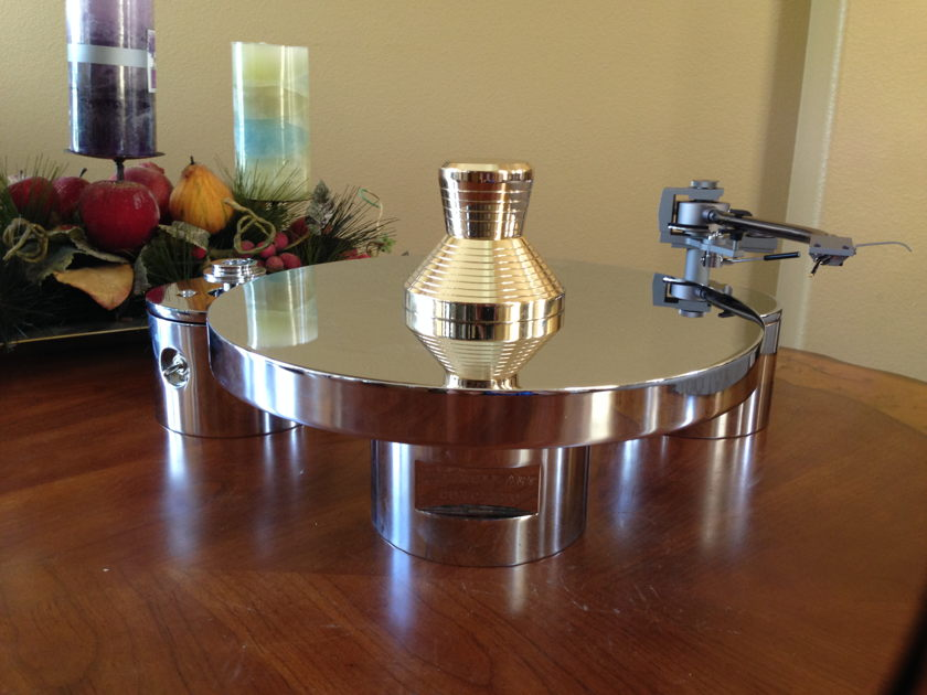 TriangleArt Concerto Beautiful New turntables with arm