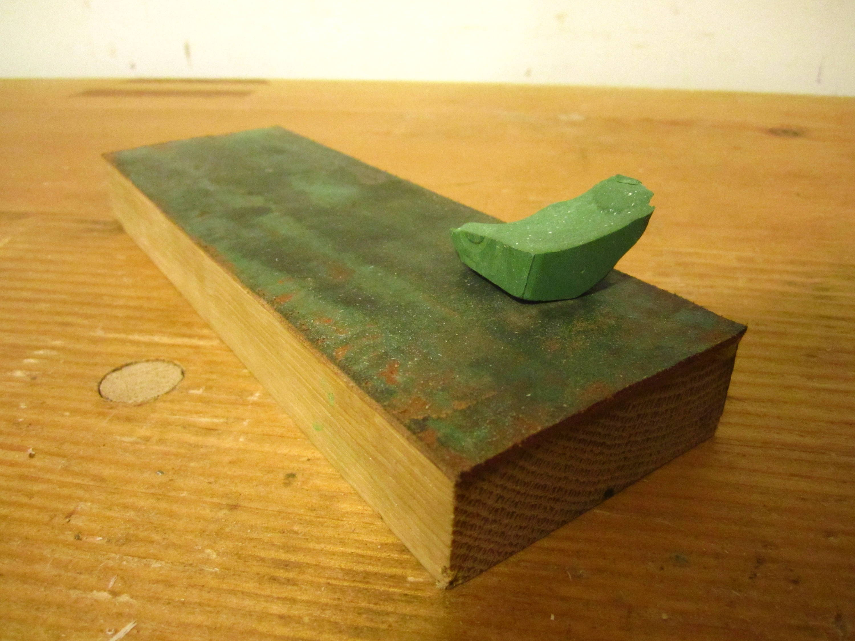 Leather strop with paste