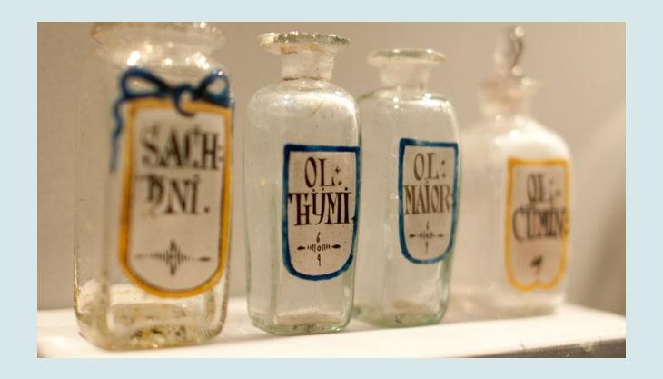 museum für kunst und kulrurgeschichte öl flaschen