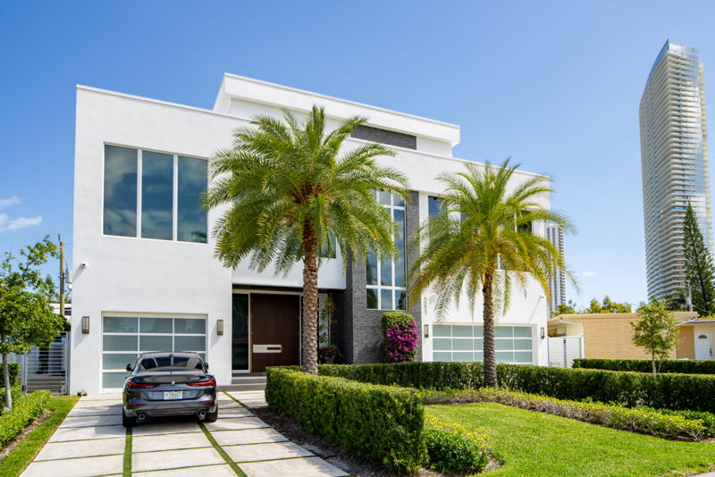 featured image for story, Golden Shores Miami - The Perfect Location for a Family Home