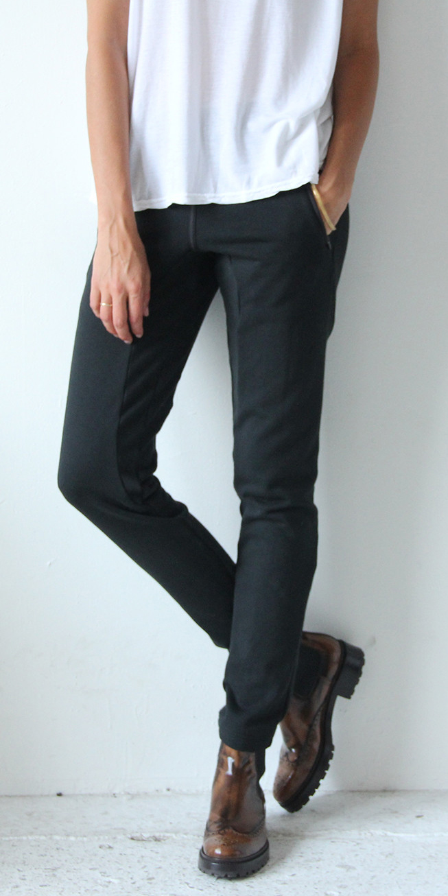 WONDROUS - BLACK KNIT TRAVEL PANT