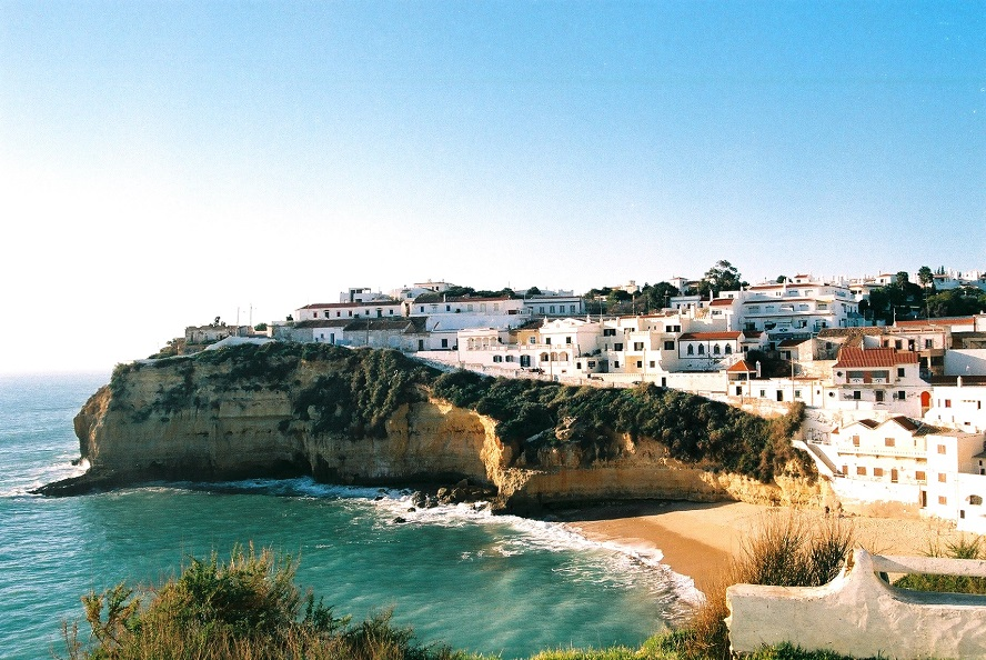 Albufeira - Carvoeiro Beach 1 - Carvoeiro - Real Estate - Engel & Völkers Albufeira