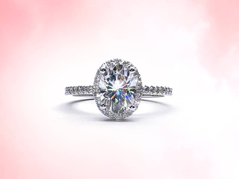 Halo ring with 1 ct main diamond