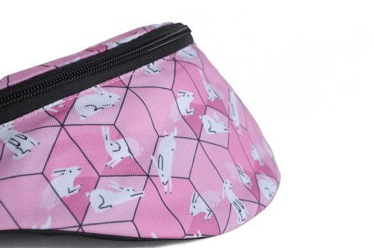 Розовая поясная сумка