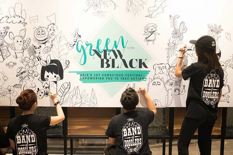 3 young singaporean people draw for the Green is the new black conscious festival