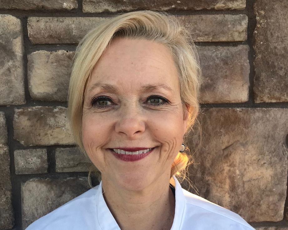 Ms. Lisa Gunn , Chef