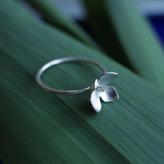 Кольцо ботаническое Гортензия из серебра